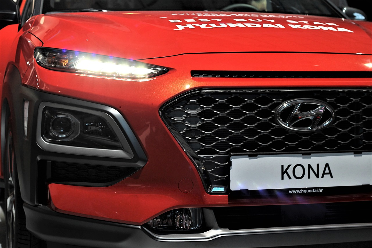Hyundai Kona Electric - 2020 Tesla's Model 3