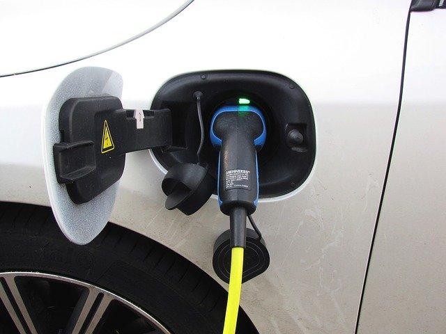 Hybrid Driving Tips For Maximizing MPG