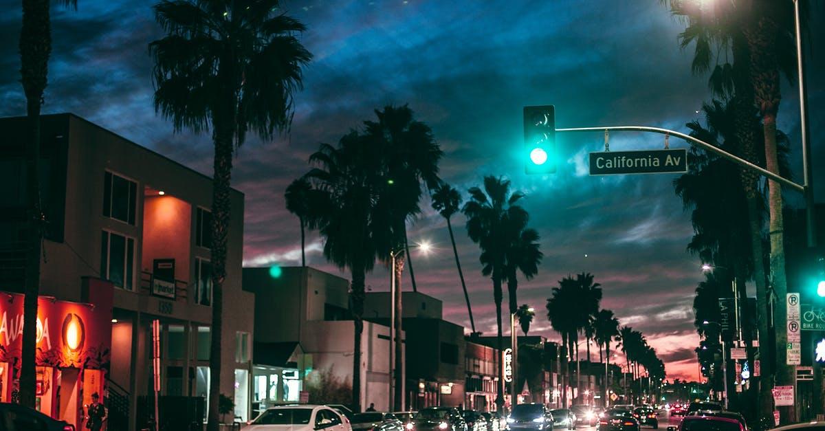 A green traffic light on a city street at night